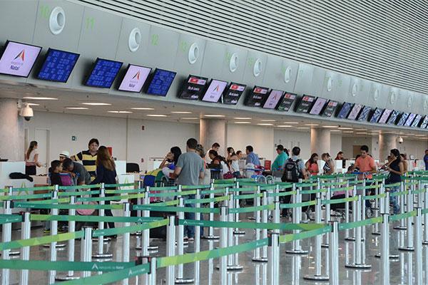 Gigantes do mercado mundial da aviação estão de olho no mercado nacional; entrada delas deverá baratear custos e ampliar rotas
