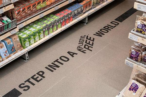 """""""Entre em um mundo sem plástico"""", diz seção em supermercado"""