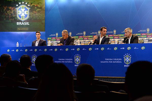 O técnico da Seleção Brasileira, Tite explicou aos jornalistas cada surpresa da lista de convocados anunciada ontem no Rio de Janeiro