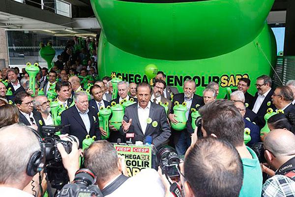 Skaf lançou campanha contra taxa de juros cobrados no Brasil
