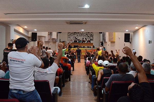 Vigilantes aprovam, em assembleia no final da tarde, proposta que encerra greve de 16 dias