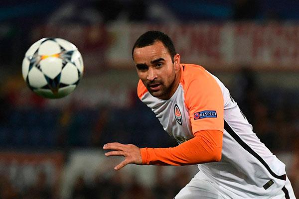 86f2b265bc850 Lateral-esquerdo Ismaily tem 28 anos e passagens por clubes pequenos no  Brasil. Joga