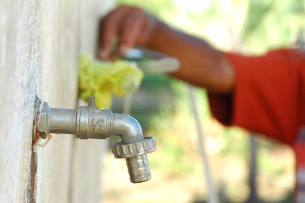 Manutenção preventiva da Caern vai suspender fornecimento de água em 23 bairros da capital potiguar