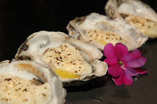 Quarteto de ostras gratinadas ao molho e parmesão