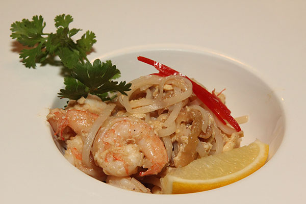 Prato típico da culinária tailandesa, o Pad Thai  ganha uma releitura da chef