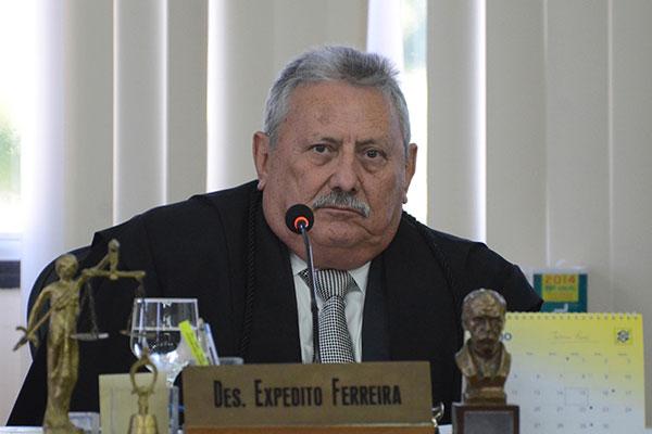 O desembargador Expedito Ferreira determinou o bloqueio atendendo à solicitação da Comissão que atua na gestão de precatórios