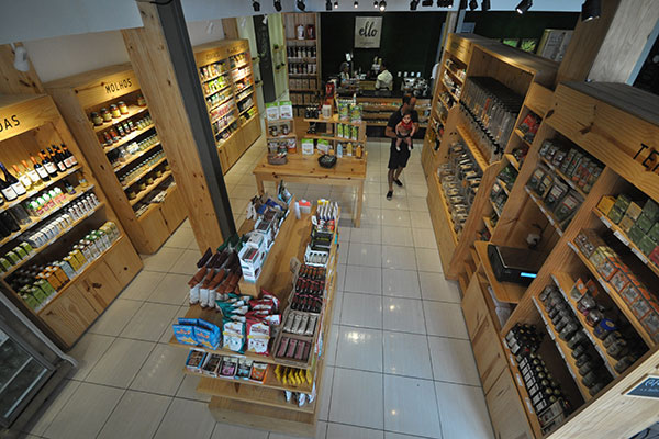 Ello possui três ambientes, um deles é o mercadinho com produtos para orgânicos e diet, além de biocosméticos. No local acontece feira verde às quintas-feiras