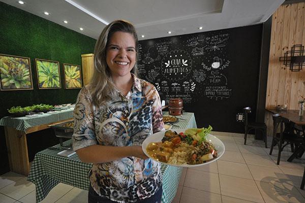 Nutricionista Eliane Martins planejou o espaço junto com sócia Iara Suassuna, pensando na praticidade da clientela