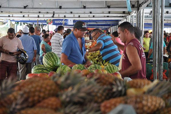 Feira do Carrasco tem de tudo, mas os frutos do mar são conhecidos