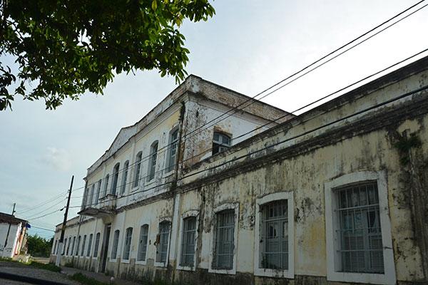 O palacete na simpática praça Coronel Lins Caldas, Cidade Alta, abriga a Casa do Estudante desde 1946. Antes, o prédio foi sede do Hospital da Caridade, em fins do século 19, Quartel da Polícia e Escola de Aprendizes. Em 1993, foi tombado como parte do Patrimônio Arquitetônico de Natal