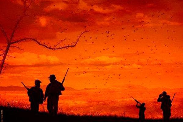 """O por do sol  no sertão ilustra o cartaz de """"Bacurau"""", filme que mistura de thriller e ficção científica. No alto, equipe filma na região"""