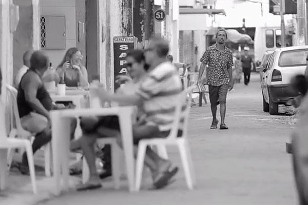 """Documentário exibido no festival, """"Catarro"""" acompanha a vida do artista e morador de rua"""