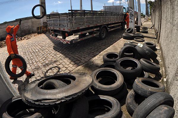 A Urbana organiza uma rota, a cada dia da semana, para cobrir as quatro zonas da cidade e fazer a coleta de pneus descartados