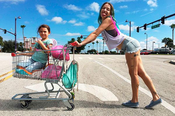 """O original  """"Projeto Flórida"""" conta história de uma família que vive em uma hospedagem de beira de estrada"""