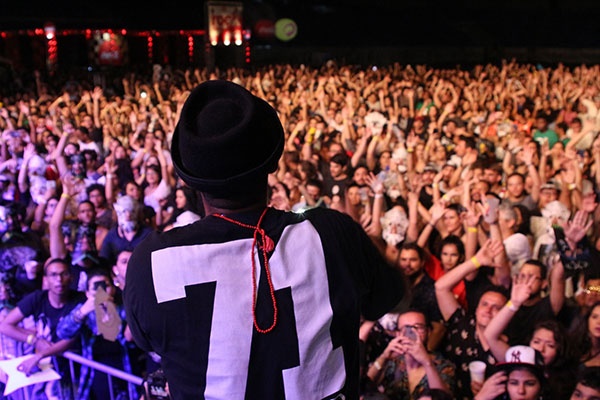 Um dos maiores shows de 2017, Baiana System repete a dose na edição de 20 anos do festival