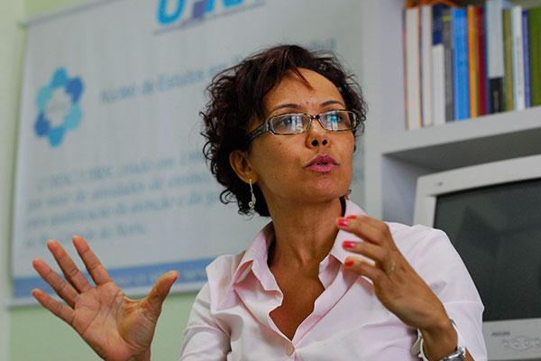 Infectologista Marise Reis está ligada ao programa de enfrentamento e controle da doença, cujo lema é 'teste, trate e cure'
