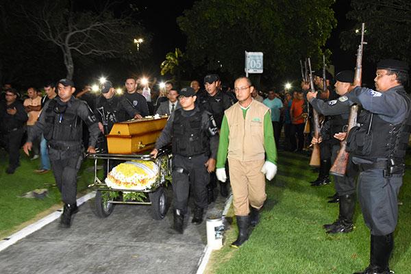 A Polícia Militar fez a cerimônia da Guarda de Honra em homenagem aos 19 anos do cabo Waldembergue Cruz na corporação