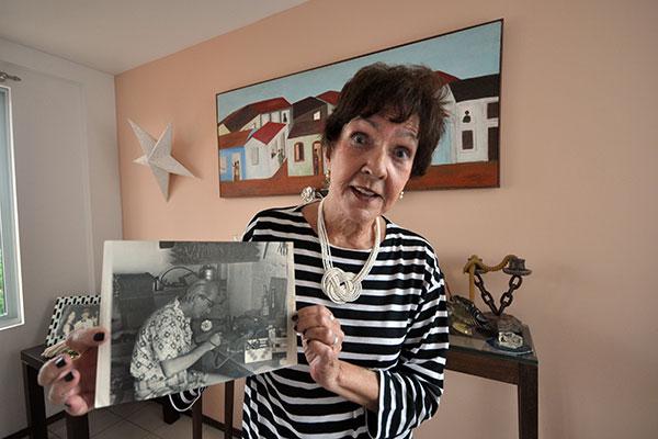 Aos 82 anos, a viúva do artista Augusto Severo Neto tem se dedicado a recontar  as memórias de um dos mais importantes espaços de arte dos anos 60/70, a Galeria Vila Flor,  por onde passaram grandes artistas e exposições