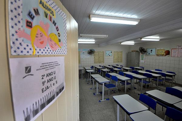 Parte das escolas municipais de Natal está sem aulas desde 21 de março, quando a greve começou