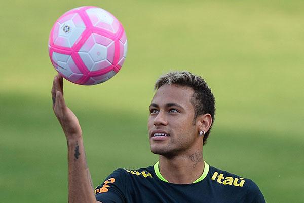Neymar, que se recupera de contusão é o mais valioso da lista