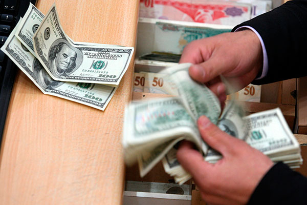 Moeda norte-americana iniciou semana no maior patamar dos últimos dois anos, valendo R$ 3,62