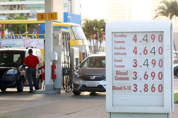 Na zona Sul de Natal, maioria dos postos de abastecimento de combustível já cobrava ontem R$ 4,49 por litro da gasolina comum