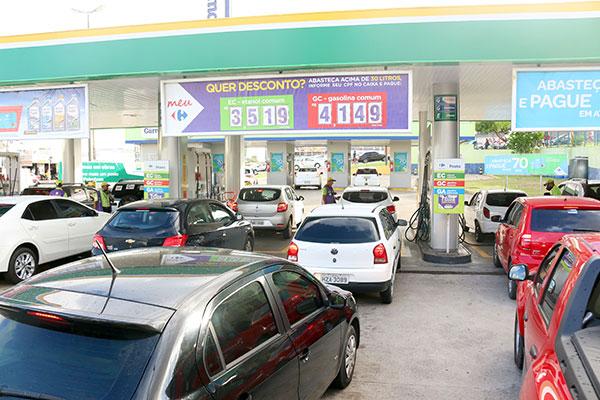 Na zona Norte, posto tem menor preço (R$ 4,19) e promoção que reduz valor do litro da gasolina comum a R$ 4,14 a partir de 30 litros