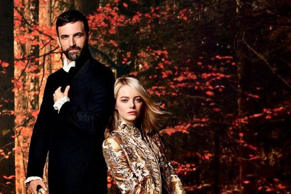 Nicolas Ghesquierre e Emma Stone em imagem da Louis Vuitton