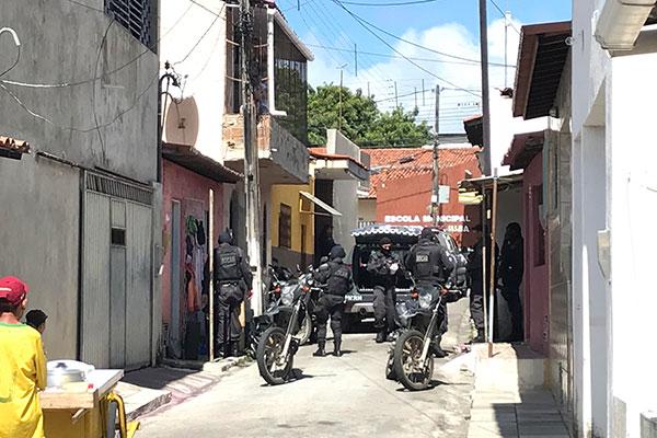 Polícia Militar fez apreensões no final da manhã desta quarta