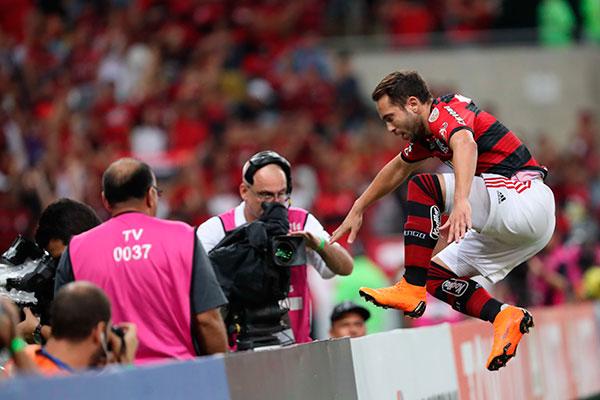 Com os dois gols de Éverton Ribeiro e a vitória, Rubro-Negro salta o primeiro obstáculo na disputa