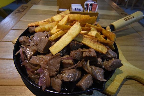 Culinária potiguar se integra ao menu, com o tacho e carne de sol e macaxeira