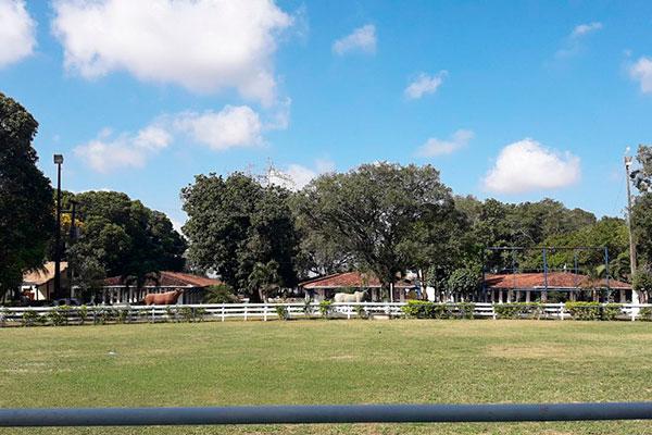 O bonito parque de exposições Aristófanes Fernandes vai estar disponível para a população. O local passou por adaptações para receber o projeto, como ciclofaixa e sinalização