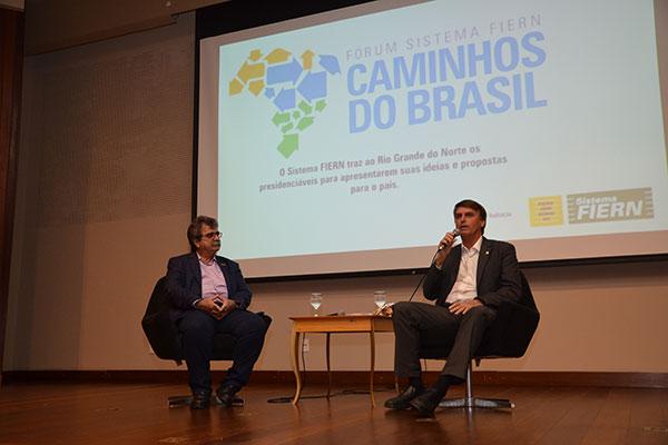 Jair Bolsonaro afirma que os policiais têm de agir com rigor no combate à criminalidade