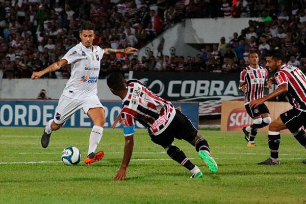 Marcos Júnior marcou um dos gols na vitória do ABC ontem sobre o Santa Cruz/PE, por 4 a 1 no estádio do Arruda, em Recife