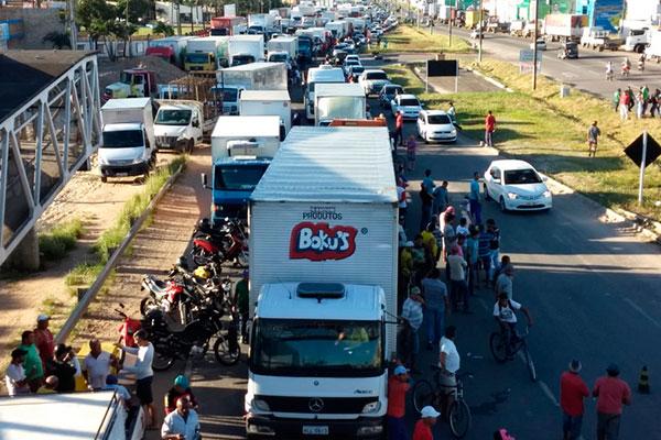 Resultado de imagem para protesto br 101 em parnamirim