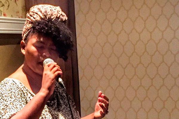 Estudante de música da UFRN, Sâmela Ramos se destaca pelo vozeirão de jazz e blues