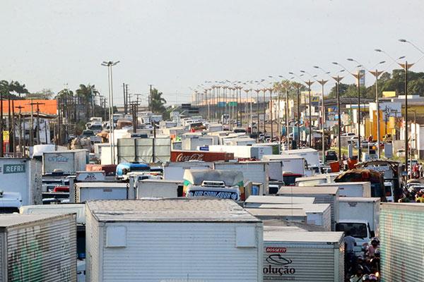 Os protestos promovidos pelos caminhoneiros contra a alta no preço dos combustíveis seguem sem sinais de que haverá desmobilização