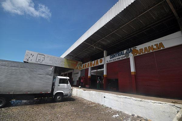 Comerciantes de hortifruti da Ceasa fecharam seus boxes por falta de produtos. Ontem, não havia previsão para chegada de cargas