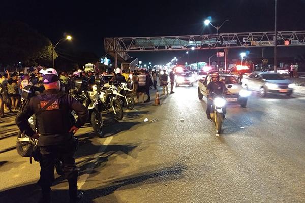 Polícia Rodoviária Federal negocia com manifestantes na BR-101, em Parnamirim, maior ponto de mobilização no RN