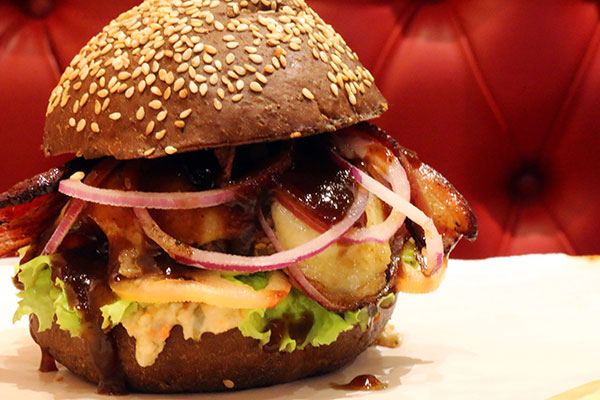 Sanduíche Billy The Kid traz pão especial e hambúrguer de carne nobre