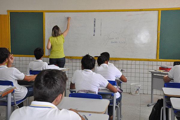 Os novos professores e especialistas vão amenizar o déficit em disciplinas como pedagogia, biologia, física, inglês, espanhol e português