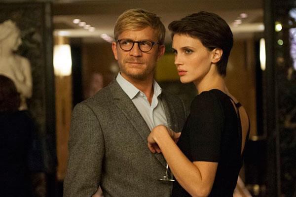Para diretor, visão feminina se impõe em O Amante Duplo