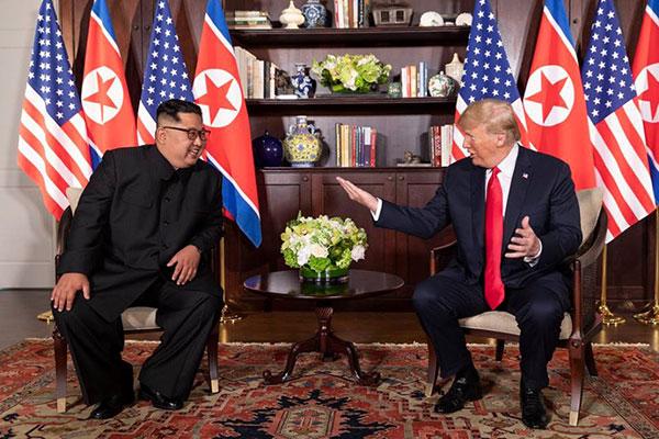 Kim Jong-Un foi mais contido em relação as declarações à imprensa; Trump confirmou parceria e visita de Kim Jong à Casa Branca