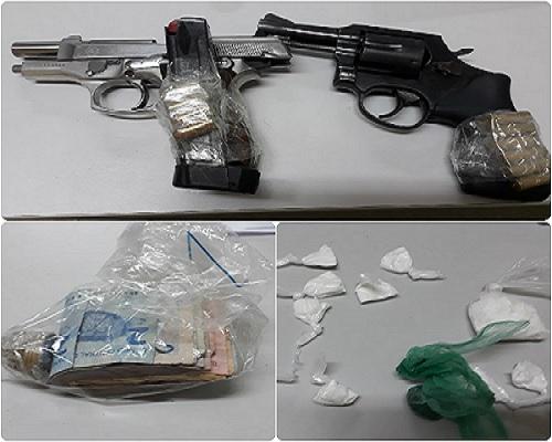 Polícia apreendeu pistolas, revolver, munições, drogas e dinheiro