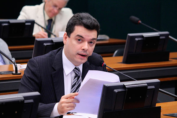 Walter Alves defende projeto que beneficia pequenos produtores
