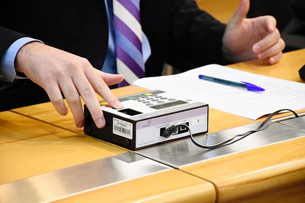 Deputados estaduais votam os relatórios de prestações de contas