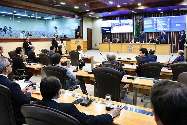 Deputados estaduais votam o projeto de lei que permite, ao governo, fazer a operação financeira