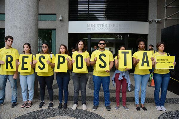 Ato foi realizado na manhã desta quarta-feira, 13, no Rio; hoje faz três meses do duplo homicídio