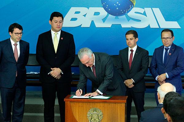 Michel Temer assinou lei e decreto nesta quarta, 13, em Brasília