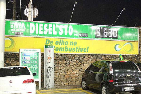 Alguns postos já reduziram o preço do diesel em R$ 0,46, mas a queda média fica em R$ 0,38